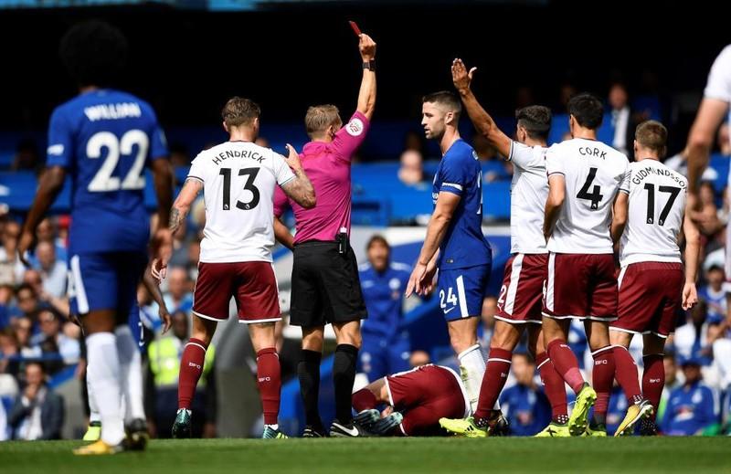 Nhận 2 thẻ đỏ, Chelsea thua sốc ngay trên sân nhà - ảnh 2