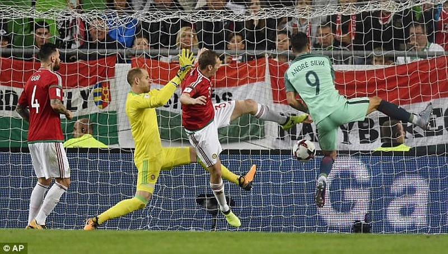 Bồ Đào Nha thắng vẫn lo, Bỉ có vé World Cup nhờ sao MU - ảnh 2