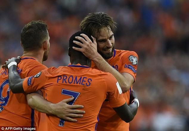 Hà Lan thắp sáng hy vọng, Pháp mất điểm sốc - ảnh 4