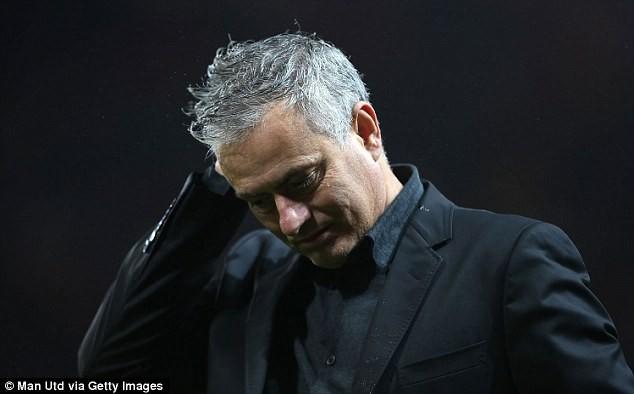 Mourinho vừa lo vừa giận dù MU thắng to - ảnh 1