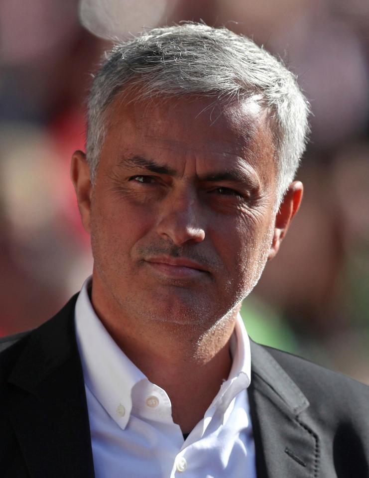 MU tung 170 triệu bảng Anh mua đội trưởng tuyển Anh - ảnh 1