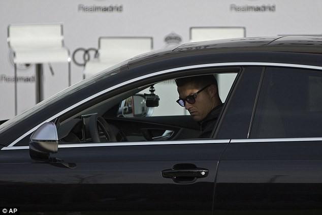 Cả đội Real Madrid rạng rỡ nhận siêu xe Audi miễn phí - ảnh 3