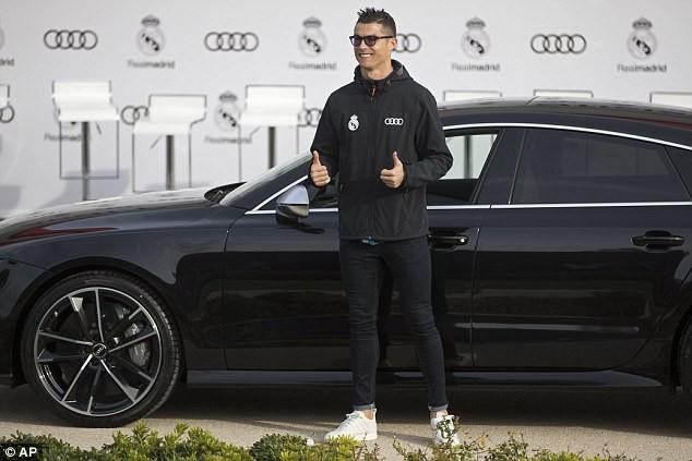 Cả đội Real Madrid rạng rỡ nhận siêu xe Audi miễn phí - ảnh 2
