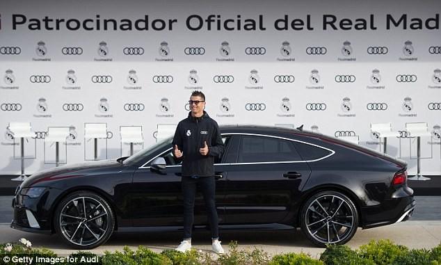 Cả đội Real Madrid rạng rỡ nhận siêu xe Audi miễn phí - ảnh 1