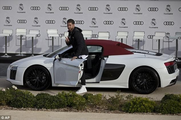 Cả đội Real Madrid rạng rỡ nhận siêu xe Audi miễn phí - ảnh 4