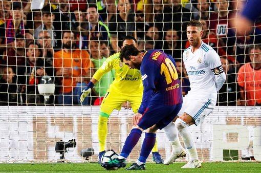 Ronaldo gọi, Messi trả lời, Barcelona, Real rượt đuổi tỉ số - ảnh 4