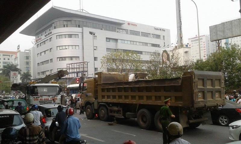 Xe máy va chạm xe tải, một người tử vong tại chỗ - ảnh 2