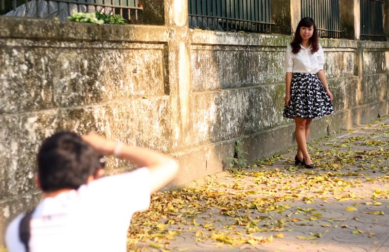 Đẹp mê say những con phố thủ đô ngập lá vàng - ảnh 6