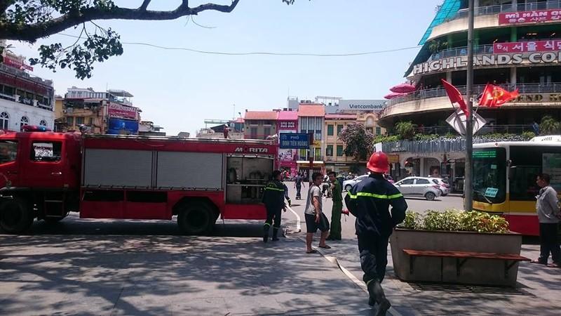 Cháy lớn gần khu 'hàm cá mập' cạnh Hồ Gươm, Hà Nội - ảnh 3
