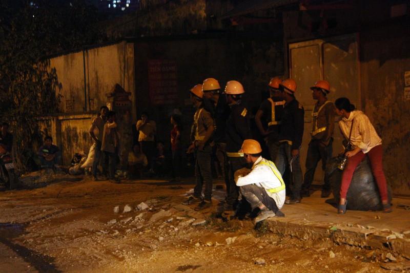 Cháy khu lán trại công nhân, nhiều người hoảng loạn - ảnh 2