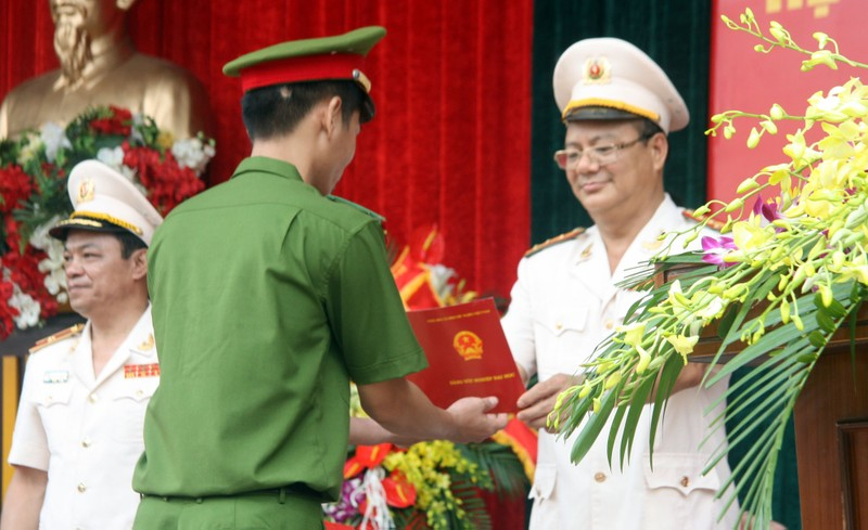 """Những """"đóa hồng"""" của  Học viện Cảnh sát nhân dân trong ngày tốt nghiệp - ảnh 4"""