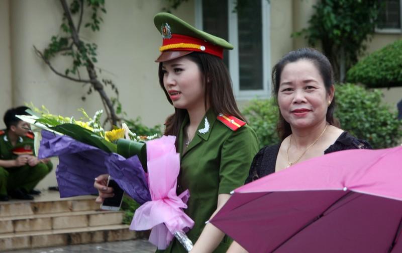 """Những """"đóa hồng"""" của  Học viện Cảnh sát nhân dân trong ngày tốt nghiệp - ảnh 10"""