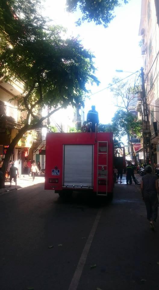 Hà Nội: Lửa thiêu rụi tầng bốn của một nhà hàng - ảnh 3