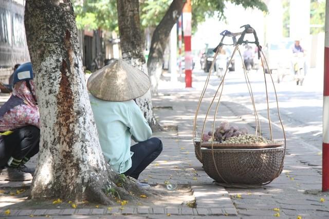 Chùm ảnh: 101 kiểu người Hà Nội trốn nắng nóng kỷ lục - ảnh 21
