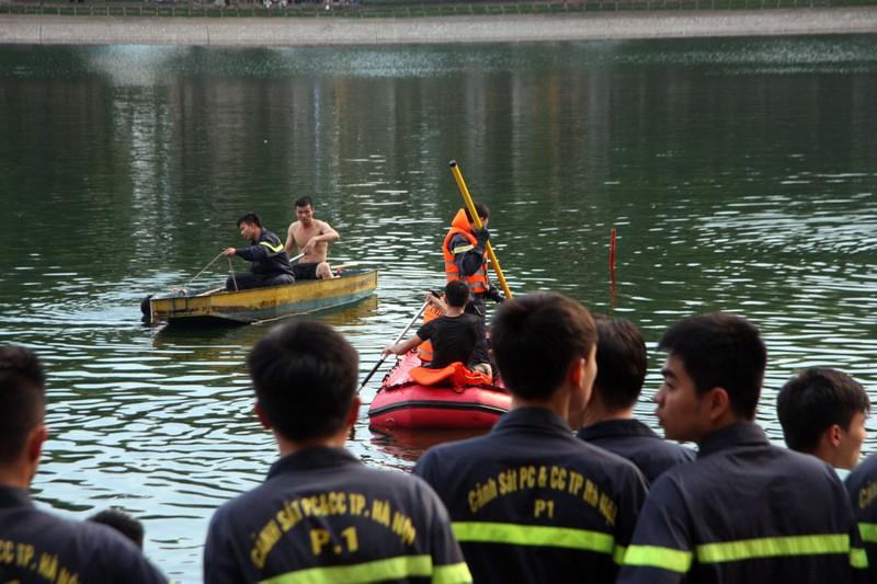 Sau tiếng la hét, người đàn ông nhảy xuống hồ Thiền Quang tử vong - ảnh 5