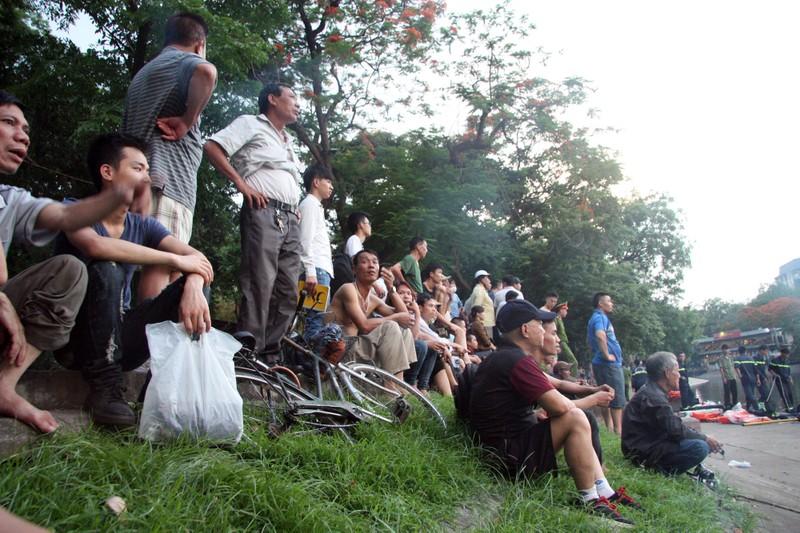 Sau tiếng la hét, người đàn ông nhảy xuống hồ Thiền Quang tử vong - ảnh 2