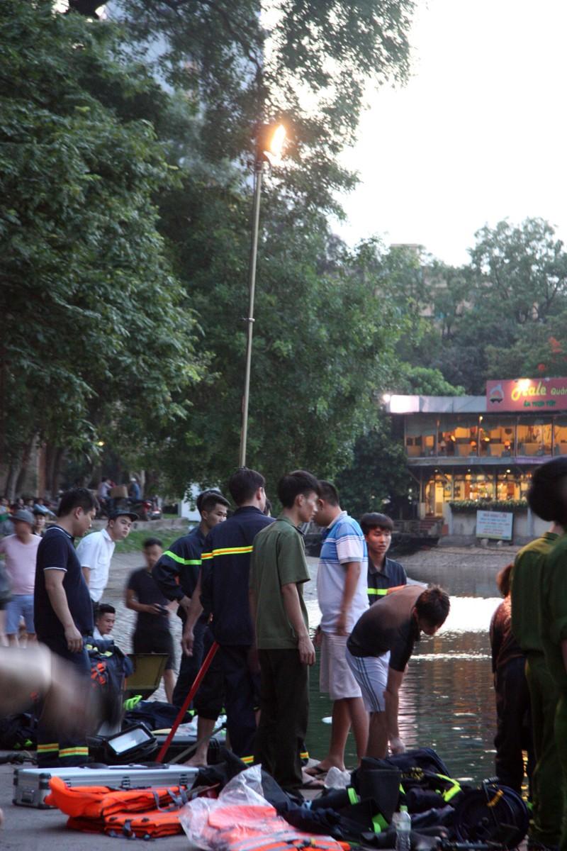 Sau tiếng la hét, người đàn ông nhảy xuống hồ Thiền Quang tử vong - ảnh 1