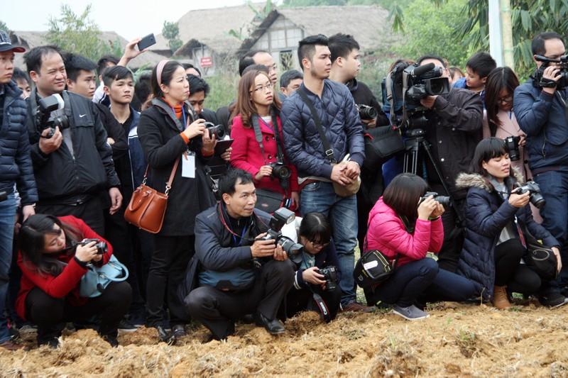 Chùm ảnh: Cảm nhận về nghề báo qua những hình ảnh chân thực  - ảnh 11
