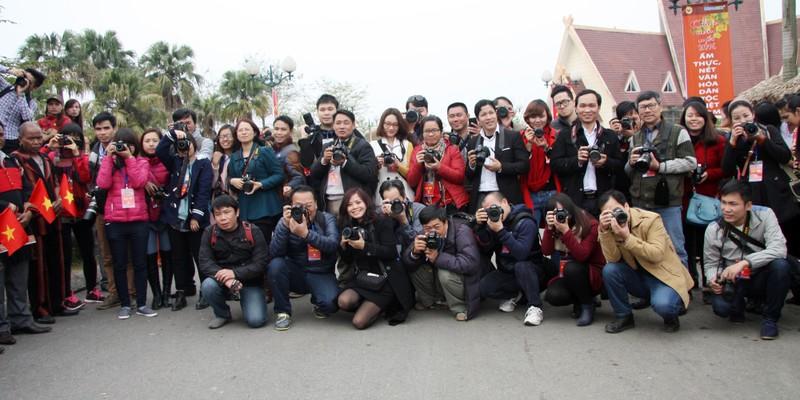 Chùm ảnh: Cảm nhận về nghề báo qua những hình ảnh chân thực  - ảnh 3