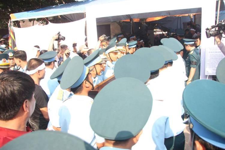 Lễ viếng đẫm nước mắt nơi quê nhà đại tá Khải - ảnh 18