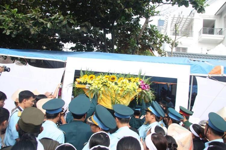 Lễ viếng đẫm nước mắt nơi quê nhà đại tá Khải - ảnh 20