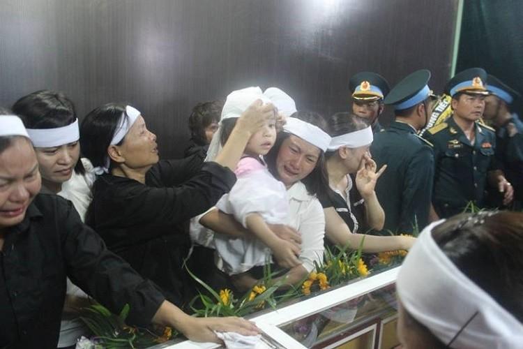 Lễ viếng đẫm nước mắt nơi quê nhà đại tá Khải - ảnh 24