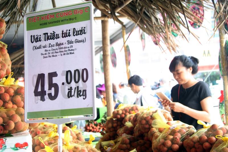 Người dân thủ đô chen nhau nếm thử vải thiều Bắc Giang - ảnh 7