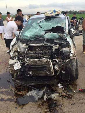Va chạm xe buýt và taxi, 21 người bị thương - ảnh 2