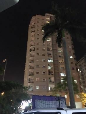 Giải cứu nam thanh niên có ý định tự tử ở tòa nhà 16 tầng - ảnh 1