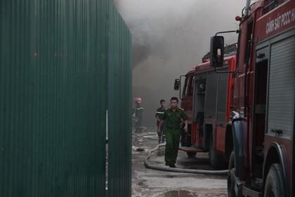 Cháy lớn cạnh một cây xăng - ảnh 3