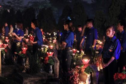 Thắp nến tri ân tưởng nhớ các anh hùng liệt sĩ nhân kỷ niệm 27-7 - ảnh 6