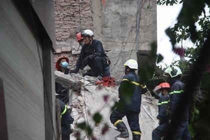 cứu hộ vụ sập nhà ở hà nội
