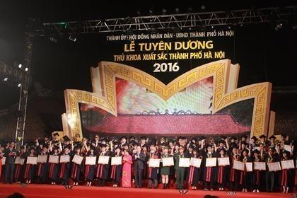 Hà Nội: Tuyên dương 100 thủ khoa tốt nghiệp đại học, học viện