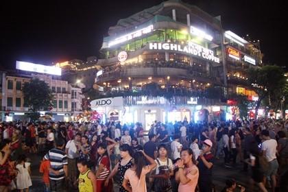 Nhộn nhịp phố đi bộ tối ngày 2-9 tại Thủ đô - ảnh 3