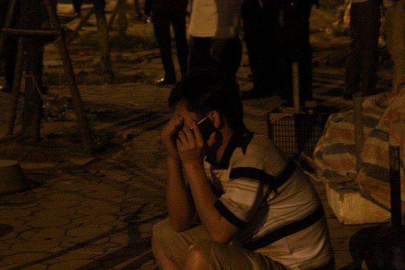 Vụ cháy quán karaoke: Người thân túc trực trắng đêm - ảnh 2