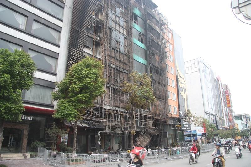 Vụ cháy quán karaoke: Người thân túc trực trắng đêm - ảnh 8