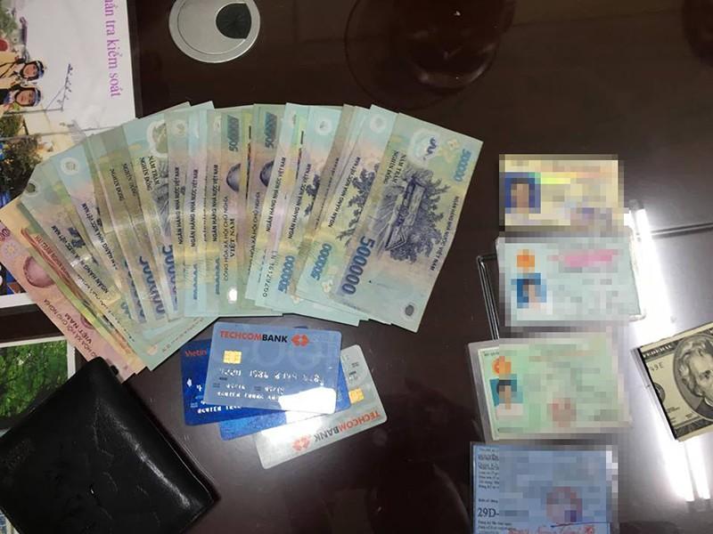 CSGT trao trả ví tiền 15 triệu đồng cho khổ chủ  - ảnh 2