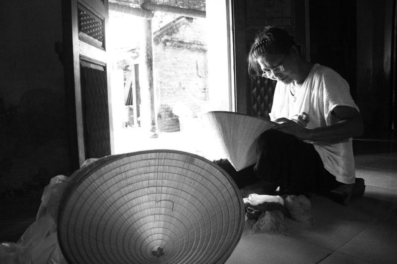 Những điều ít biết về nghề làm nón lá làng Chuông - ảnh 8