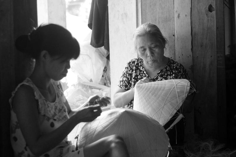 Những điều ít biết về nghề làm nón lá làng Chuông - ảnh 1