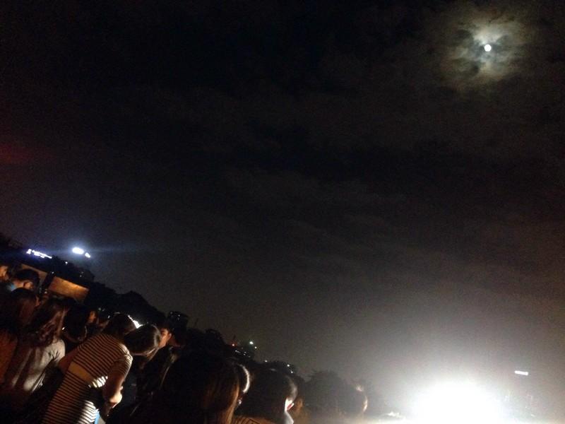 Hà Nội hứng thú ngắm siêu trăng - ảnh 2
