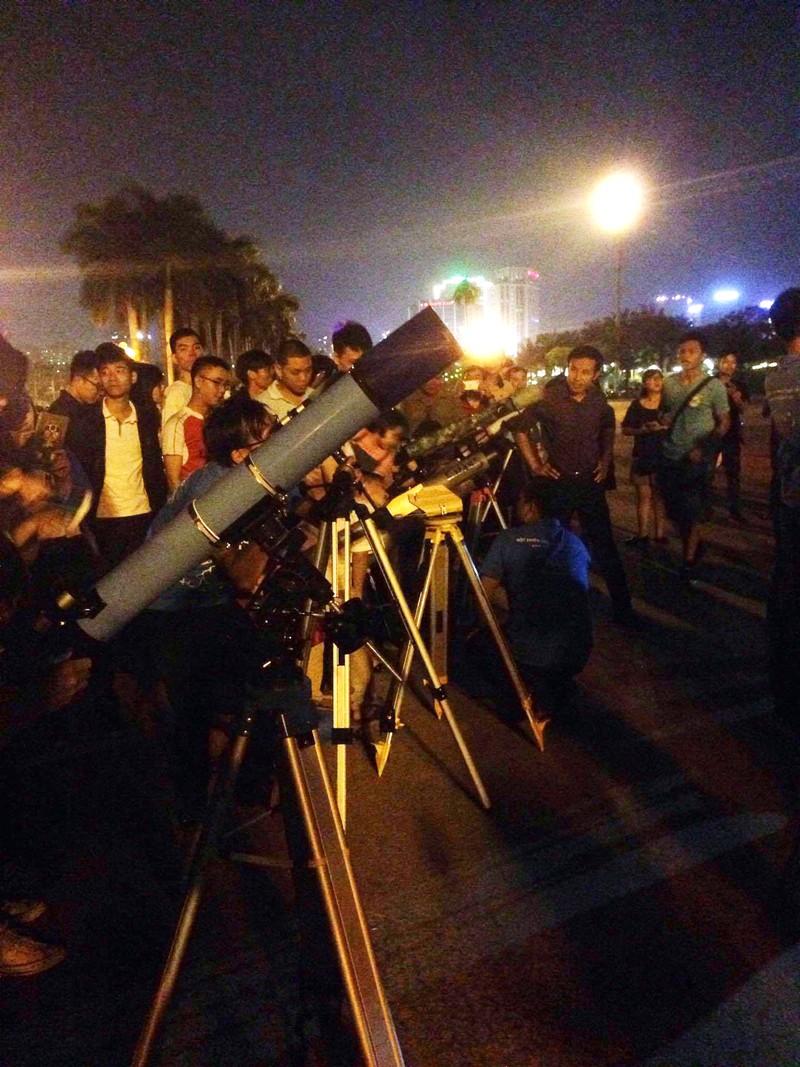 Hà Nội hứng thú ngắm siêu trăng - ảnh 3