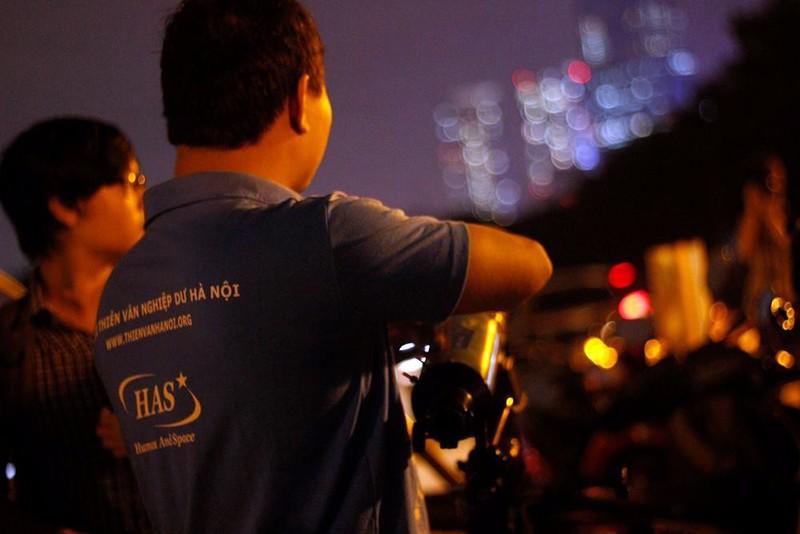 Hà Nội hứng thú ngắm siêu trăng - ảnh 7