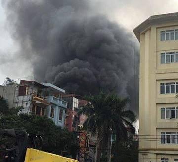 Hà Nội: 1 căn nhà 4 tầng bốc cháy giữa trưa nắng - ảnh 1