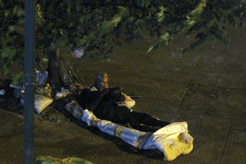 Hà Nội: Những phận đời trong đêm lạnh giá - ảnh 13