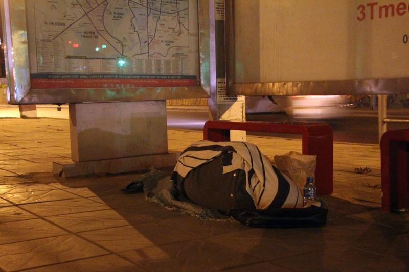 Hà Nội: Những phận đời trong đêm lạnh giá - ảnh 14
