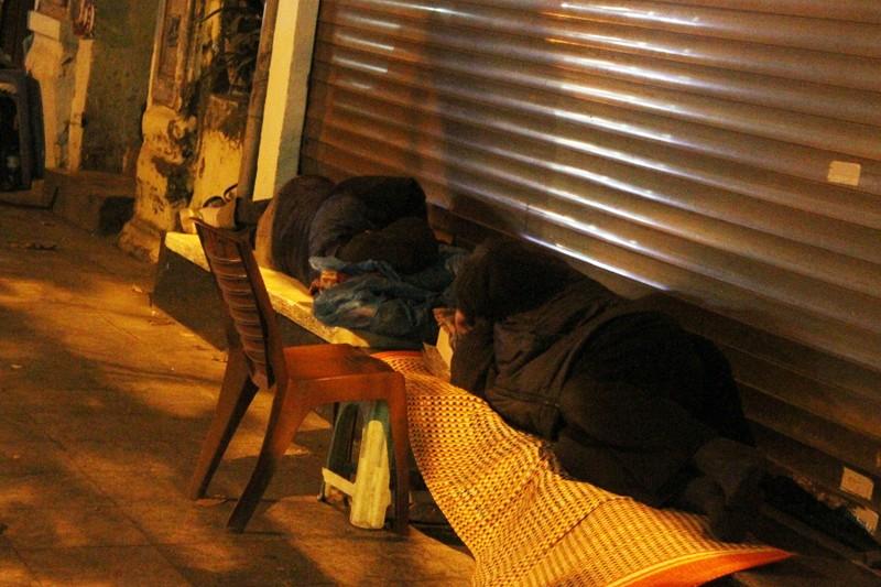 Hà Nội: Những phận đời trong đêm lạnh giá - ảnh 10