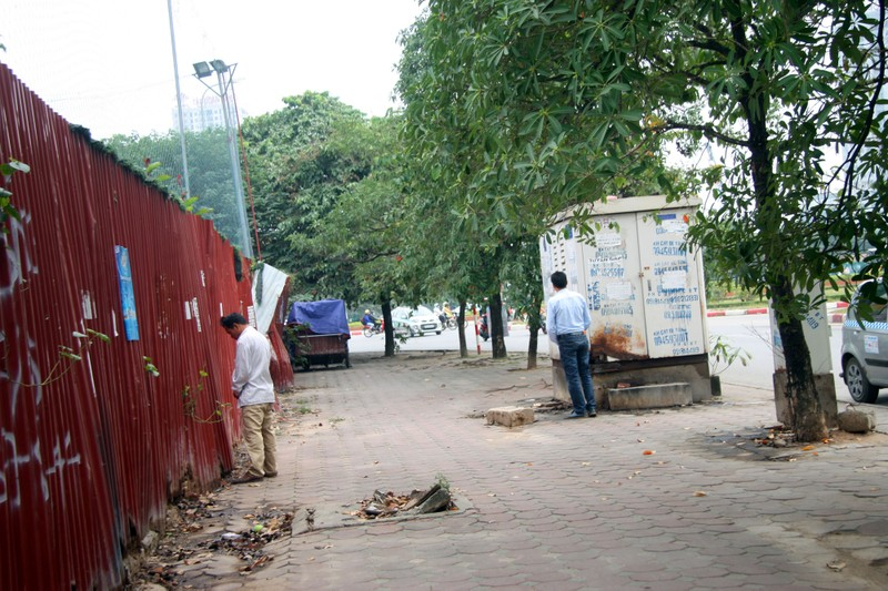 Chùm ảnh: Người dân vô tư tè bậy ngoài đường - ảnh 6
