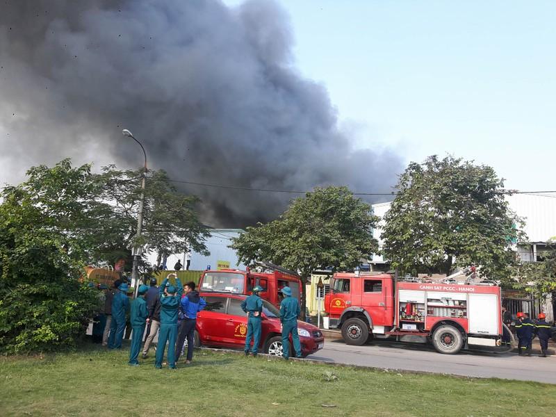 Cháy lớn tại Khu công nghiệp Ngọc Hồi - ảnh 1