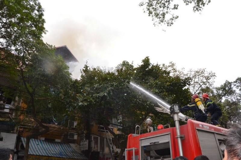 Cháy 2 nhà liền kề trên phố Phùng Hưng, Hà Nội - ảnh 2