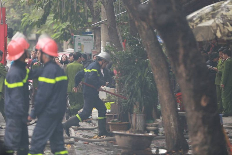 Cháy 2 nhà liền kề trên phố Phùng Hưng, Hà Nội - ảnh 3
